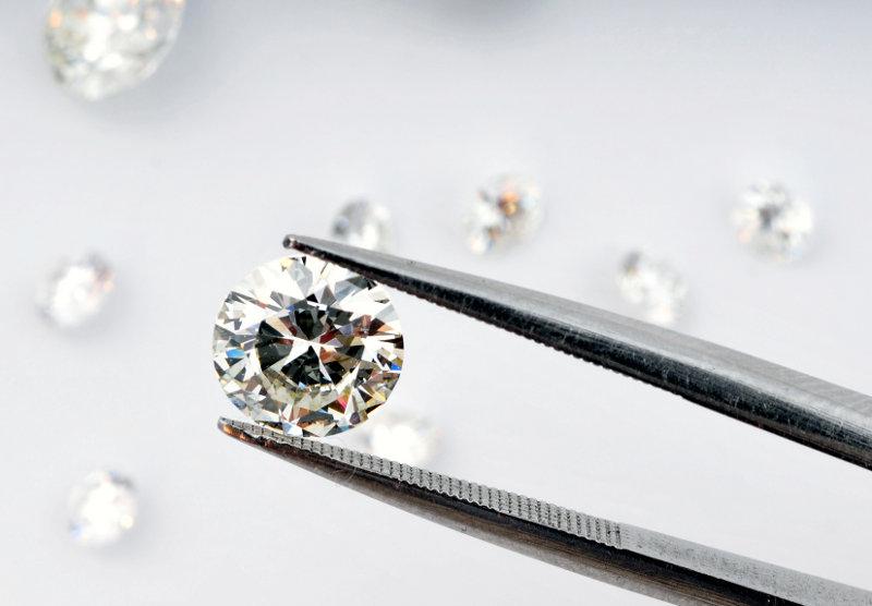 Consob Lancia l'Allarme Diamanti: «Investimento Rischioso»