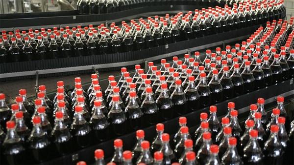 Tassa sulla Coca Cola, l'Italia ci sta Pensando
