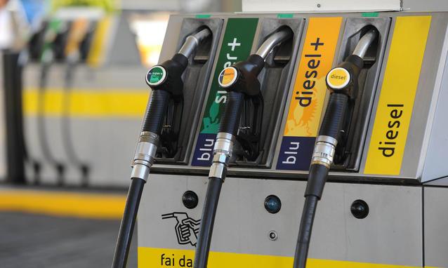 Prezzo Benzina e Diesel, Arriva la Stangata di Pasqua